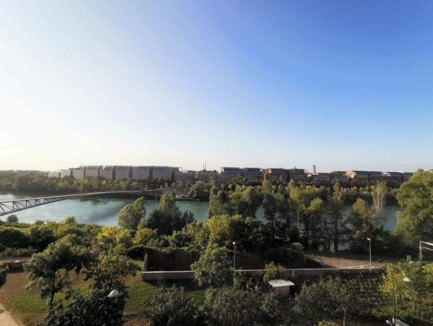 CALUIRE – Appartement de 4 pièces au dernier étage avec vue dégagée sur le Rhône.