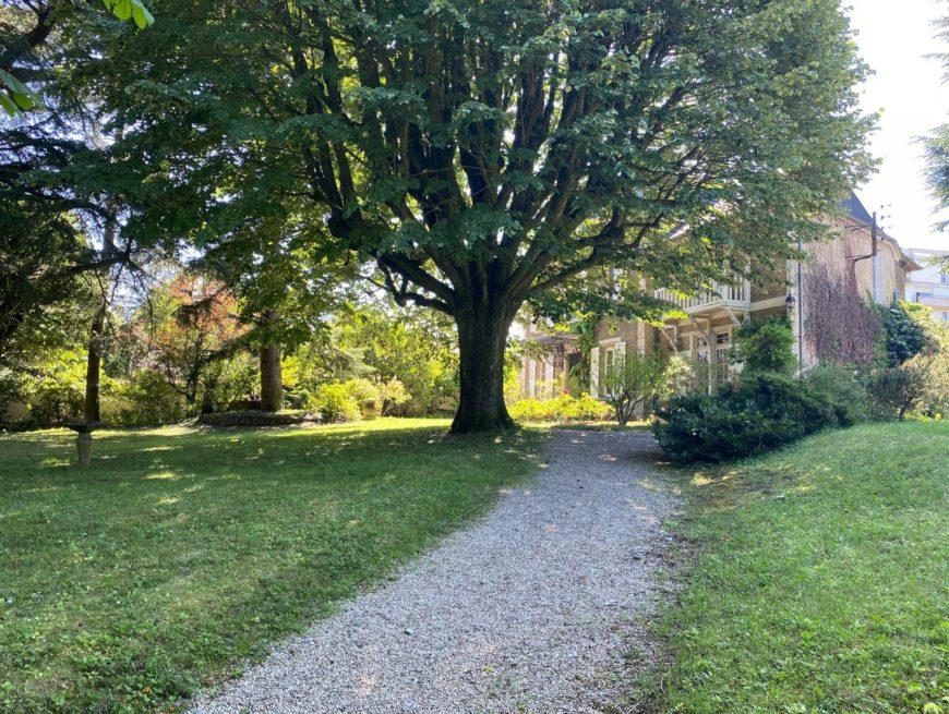 Propriété bourgeoise : Un havre de paix familial au cœur d'Ecully